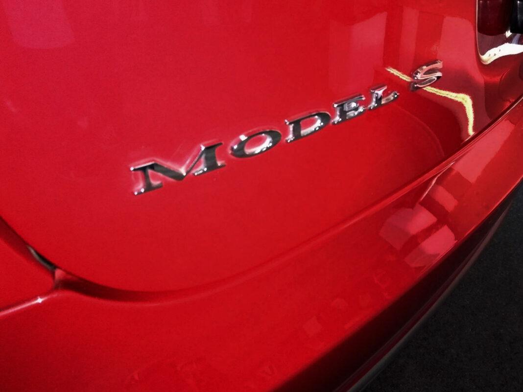Tesla Model S, önvezető autó