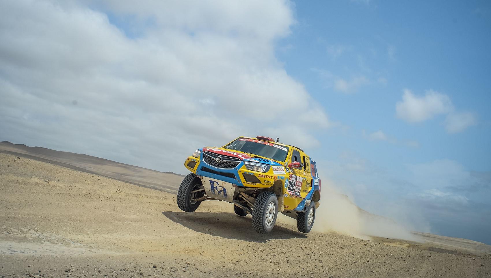 Opel Dakar Team, szalay