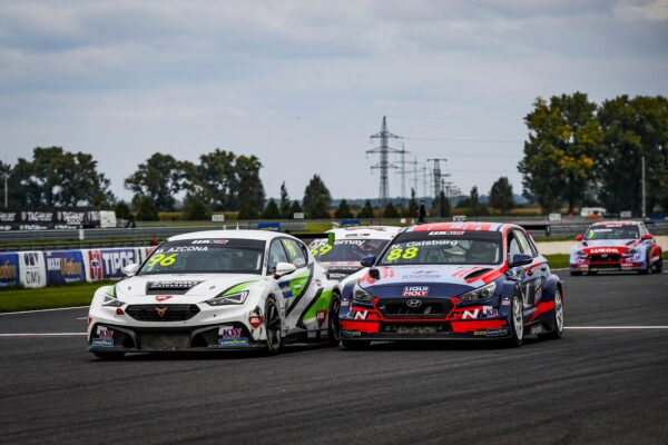 Nick Catsburg & Mikel Azcona, WTCR, Slovakia Ring, racingline.hu